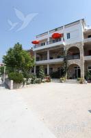 Holiday home 141789 - code 121661 - apartments makarska near sea
