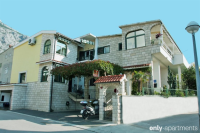 Comfort Apartment with Terrace 6 Adults - Comfort Apartment with Terrace 6 Adults - apartments makarska near sea