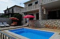 11360 - A-11360-a - croatia house on beach