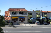 9128 - A-9128-a - apartments makarska near sea