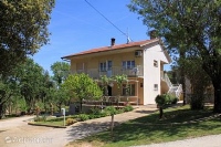 2258 - A-2258-a - croatia house on beach