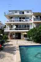 583 - A-583-a - island brac house with pool