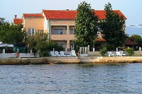 6300 - A-6300-a - croatia house on beach