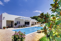 Holiday home 178572 - code 198636 - island brac house with pool