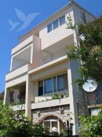 Holiday home 104306 - code 4370 - apartments makarska near sea