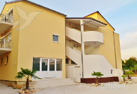 Holiday home 154392 - code 146255 - Apartments Funtana