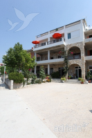 Holiday home 141789 - code 121655 - apartments makarska near sea