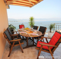 Seafront apartment with 3 terraces - Seafront apartment with 3 terraces - Arbanija