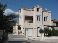 Apartments Kuća Lara - A6+2 - Okrug Gornji