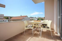 Apartments Liz - Two-Bedroom Apartment with Terrace - Rooms Novigrad