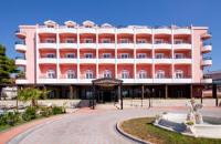 Hotel Miramare - Posebna ponuda - Standardna dvokrevetna soba s bračnim krevetom polupansion = smještaj s uslugom doručka - Sobe Vodice