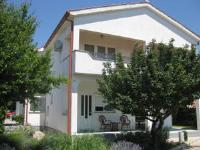 Rooms Hodanić - Trokrevetna soba s popločanim dijelom dvorišta - Sobe Krk