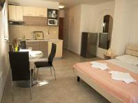 Apartments Cavar - Apartment mit Balkon - Ferienwohnung Silo