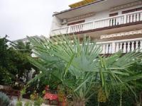 Vesna Parat Apartments and Rooms - Dvokrevetna soba s bračnim krevetom ili s 2 odvojena kreveta s pogledom na vrt - Sobe Crikvenica
