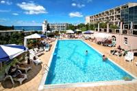 Hotel Laguna Istra - Dvokrevetna soba s bračnim krevetom, kaučom na rasklapanje i balkonom na morskoj strani. - Sobe Porec