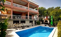 Villa Dijana - Apartment with Pool View - Rooms Trstenik
