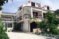 Guest House Neda - Chambre Double avec Terrasse - Rez-de-Chaussée - Chambres Podstrana