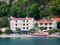 Hotel Krilo - Dreibettzimmer mit Terrasse und Meerblick - Zimmer Podstrana