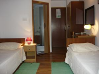 Hotel Tamaris - Dreibettzimmer mit Balkon - Kastel Kambelovac