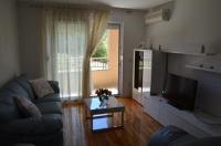Vita Apartments - Two-Bedroom Apartment with Balcony - apartments makarska near sea