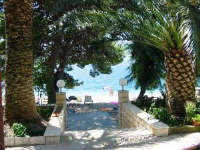 Beachfront Apartment - One-Bedroom Apartment with Balcony and Sea View - Houses Stranici