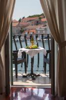 Villa Slika - Dvokrevetna soba s bračnim krevetom s pogledom na grad - Sobe Milna