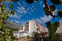 Villa Vinka Rooms - Dreibettzimmer - mit Balkon und Meerblick - Tucepi
