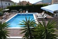 Apartment Mary - Apartment mit 1 Schlafzimmer, Balkon, Gartenblick und Pool - apartments trogir