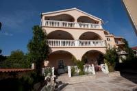 Apartments Nedjeljko - Appartement 3 Chambres avec Terrasse et Vue sur la Mer - Appartements Tribunj