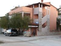 Apartments Jezerac - Apartman s 2 spavaće sobe i popločanim dijelom dvorišta - Tisno