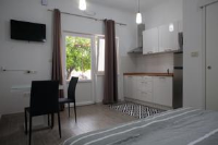 Apartments Svilan - Apartment with Terrace - apartments trogir
