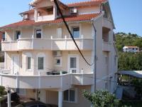 Vila Rosa - Obiteljski apartman s 1 spavaćom sobom i balkonom (2 odrasle osobe + 2 djece) - Tkon