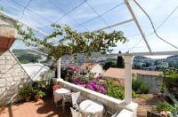 Guest House Misita - Dreibettzimmer mit Balkon - Ist
