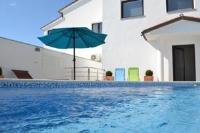 Apartments Villa Holiday - Apartment mit 2 Schlafzimmern, einem Balkon und Meerblick - Ferienwohnung Pjescana Uvala