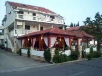 Pansion Marco Polo - Dvokrevetna soba s bračnim krevetom, balkonom i pogledom na vrt - Sobe Novigrad