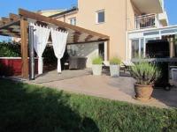 Apartments Jadran - Apartment mit 1 Schlafzimmer, Terrasse und Meerblick - Zambratija