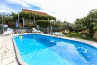 Apartment Desin - Apartment mit 3 Schlafzimmern, Terrasse und Gartenblick - Ferienwohnung Zecevo Rogoznicko