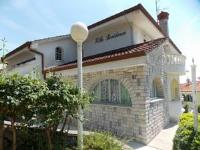 Villa Residence Icici - Apartment mit 1 Schlafzimmer und Terrasse - Ferienwohnung Icici