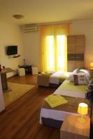 Studio Apartments Buki - Twin Room with City View - Rooms Split