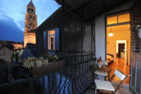 The Heart of Palace Apartment - Two-Bedroom Apartment with Balcony and Sea View - apartments split