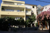 Beach Apartments - Apartment with Garden View - Makarska