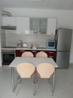 Apartment Lara Iva - Appartement 2 Chambres avec Balcon - Okrug Gornji