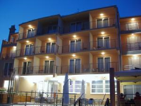 Hotel Tamaris - Deluxe dvokrevetna soba s bračnim krevetom ili 2 odvojena kreveta i s pomoćnim ležajem - Sobe Novi Vinodolski