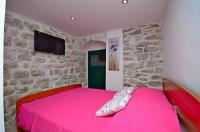 Villa Capo - Dvokrevetna soba s bračnim krevetom - Sobe Split