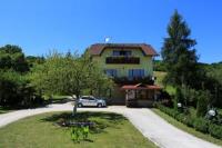 House Palijan - Apartment mit 1 Schlafzimmer und Balkon (3 Erwachsene und 2 Kinder) - Haus Jezera