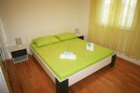 Apartments Kneza Trpimira - Apartment mit Terrasse - apartments trogir