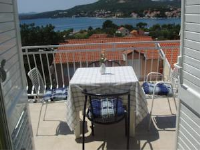 Guest House Cerjak - Two-Bedroom Apartment with Balcony and Sea View - Apartments Slano