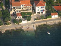 Apartments Davor - Three-Bedroom Apartment with Balcony and Sea View - apartments in croatia