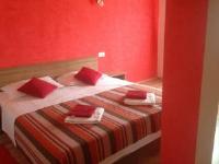 Apartments Agroturist Cetina - Familienzimmer mit Gartenblick - Zimmer Ravni
