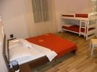 Hostel Emi San Valentino - Chambre Quadruple avec Salle de Bains Commune - Chambres Umag